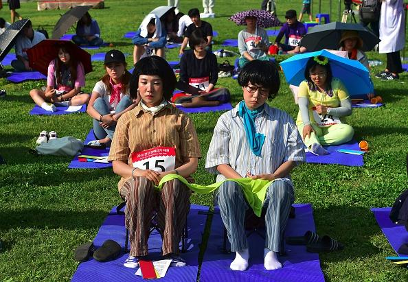 """Citizens take part in Seoul's """"space out"""" competition."""