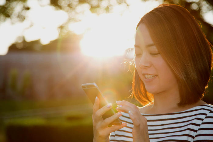 One of the great advantages of smartphone apps is that you can use them in almost any setting. (Getty)