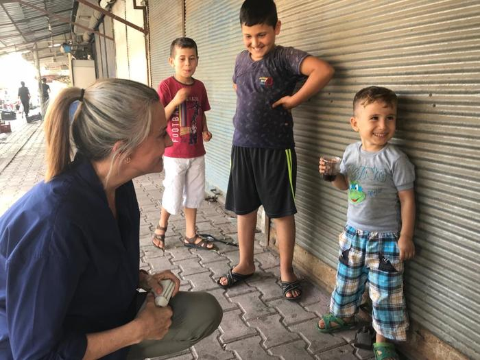 Gretel Killeen in Turkey speaking to kids