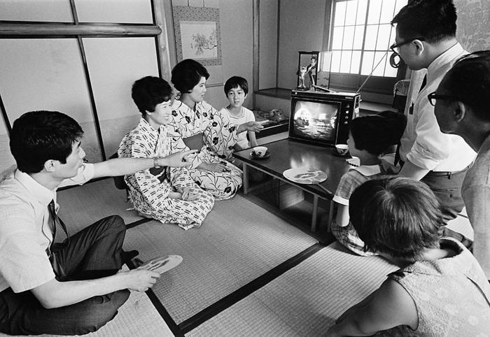 Japanese Family Watches Moonlanding