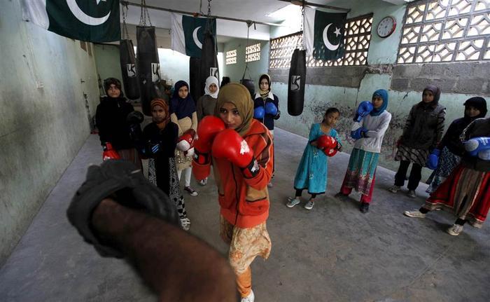 Pakistani girls boxing