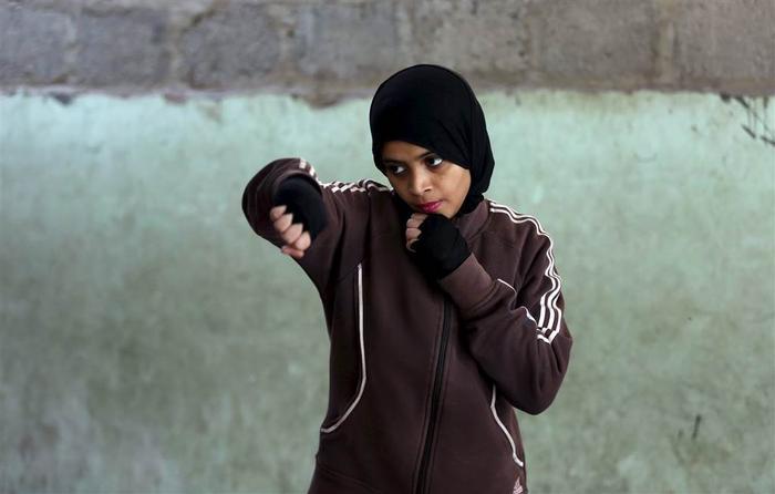 Misbah at Pakistan girls boxing