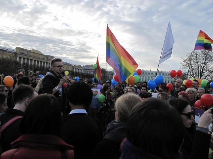 Russian activists hold a flash mob in St. Petersburg to protest violations against gay men in Chechnya. (Credit: twitter.com/Com