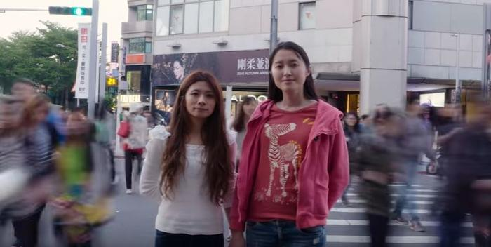 Lesbian woman in Taiwan gets her boss to walk her down the aisle after her father refused