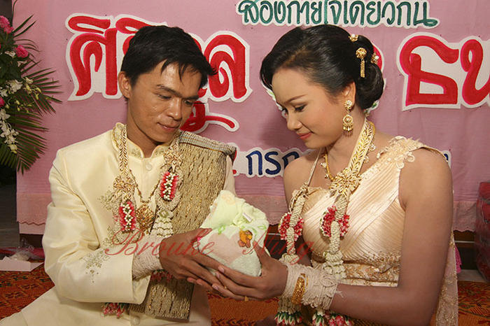 dating and marriage customs in thailand
