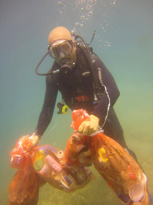 The National Diving Team clean up waste from the Red Sea.