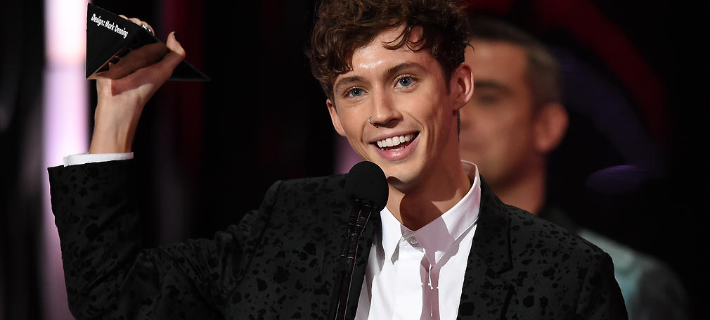 Troye Sivan accepts the ARIA for Best Video during the 30th ARIA Awards, at The Star, in Sydney, Wednesday, Nov. 23, 2016. (AAP Image/Paul Miller) NO ARCHIVING