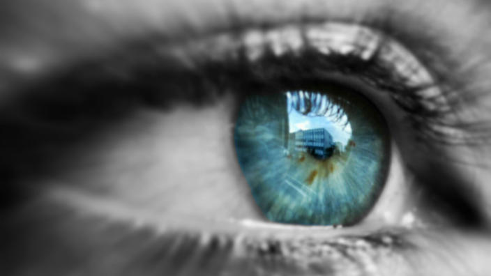 How Eye To Eye Contact Can Help To Real Your Relationships