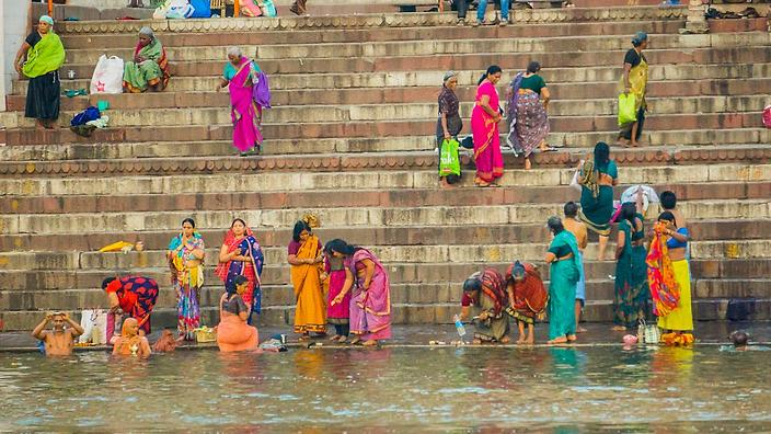 9d0afb1b3ba Bathing in the Ganges: Where belief and bacteria battle | SBS Life