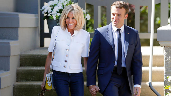 French president nude wife apologise, but