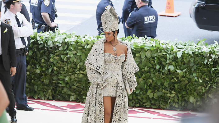 Rihanna dressed as the Pope at the Met Gala and the internet gave its blessing   SBS Life  sc 1 st  SBS & Rihanna dressed as the Pope at the Met Gala and the internet gave ...