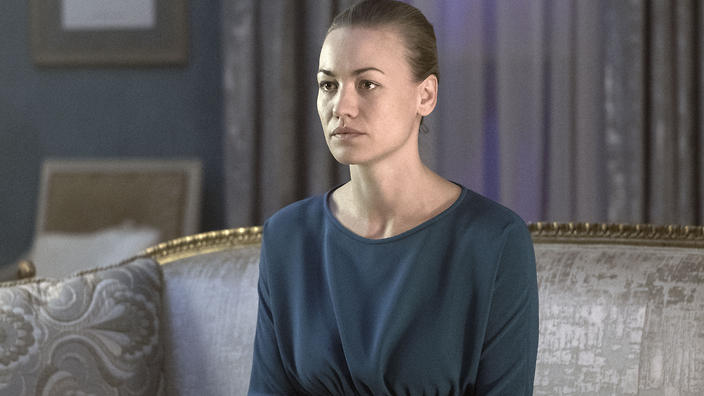 Handmaid's Tale star Yvonne Strahovski opens up about pregnancy ...