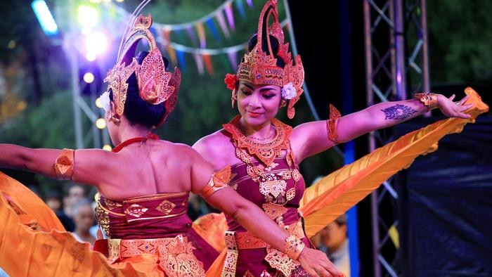 Indonesia dance group
